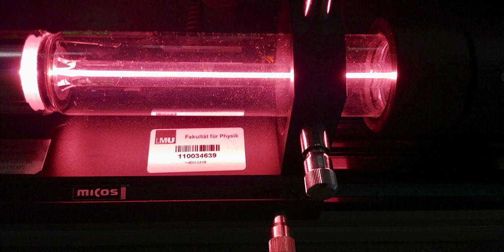 Aktiver Helium-Neon-Laser