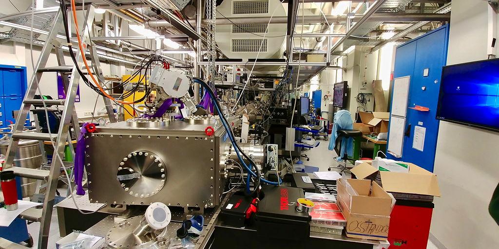 Blick in ein typisches Laserlabor