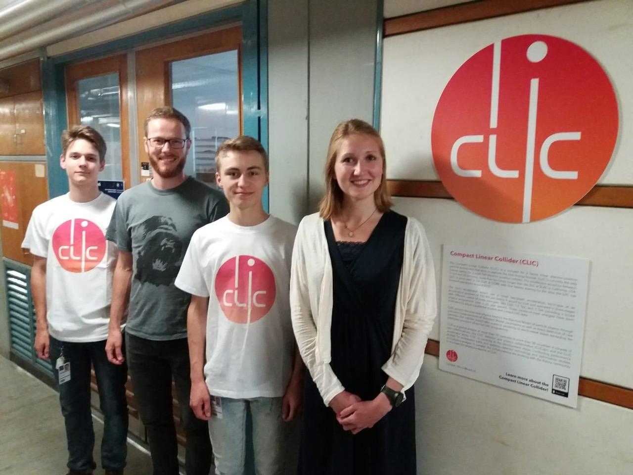 Sven Thiele (links) und Jannik Gerdes (rechts) mit unseren beiden Betreuern Jens Kröger und Katharina Dort
