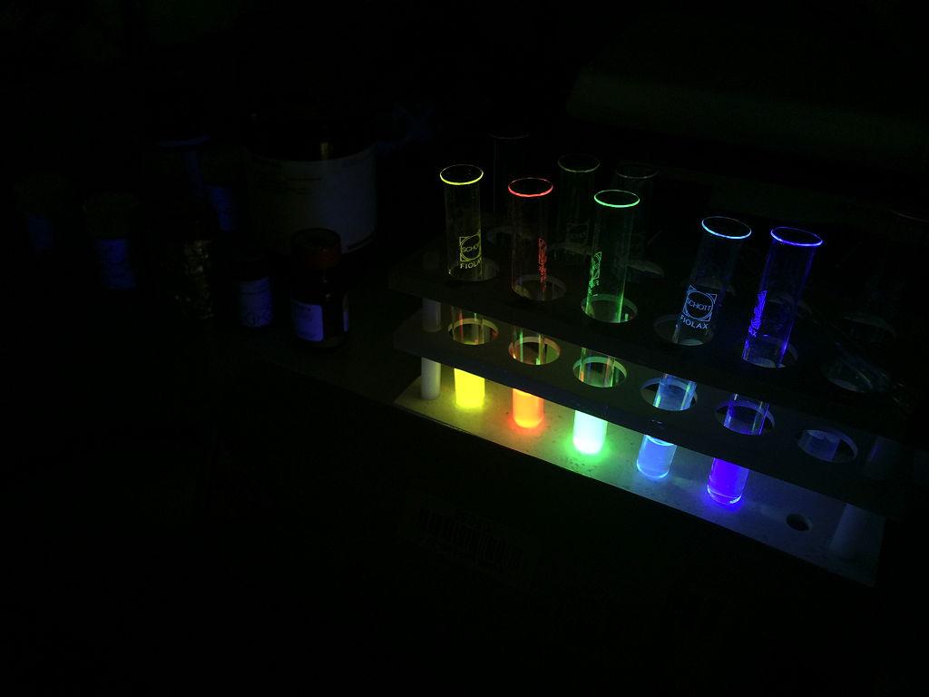 Chemikalien unter Einstrahlung von UV-Licht